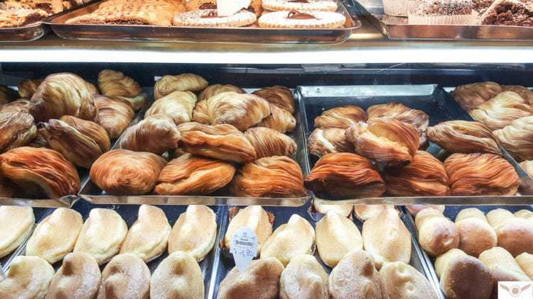 naples local food guide eat find in naples Italy Sfogliatella