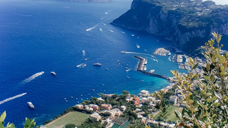 solo travel to visit capri italy hotels and to blue grotto