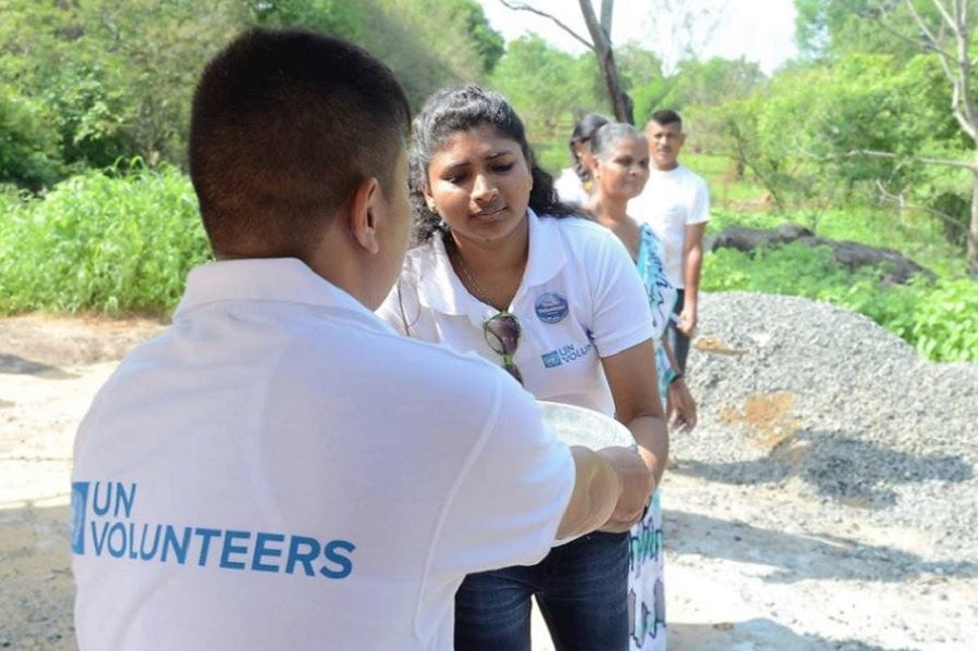 ways-travel-free-get-paid-guide-UN-volunteers